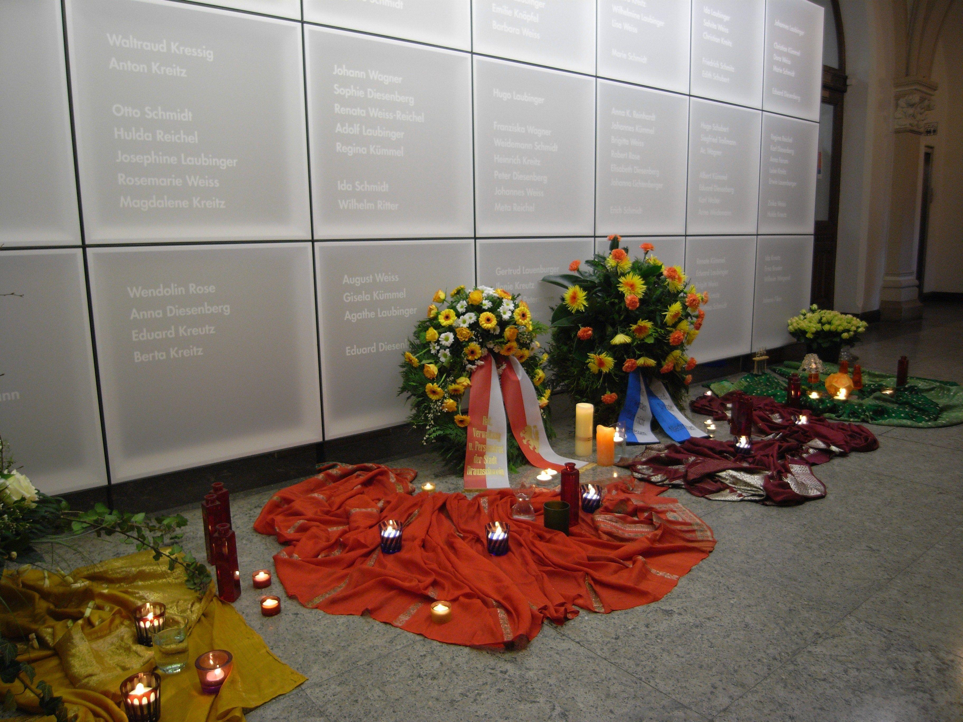 Bild: Sinti-Gedenkfeier 2009, Foto Heiderose Wanzelius